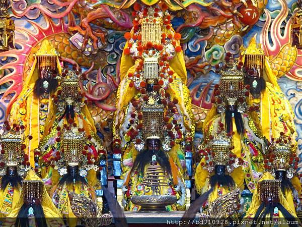 礁溪龍潭三皇宮正殿列位三官大帝聖像