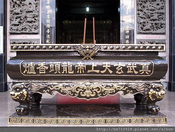 廟前龍頭香爐