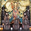 中寮玄義宮正殿龍邊神龕列位神佛聖像