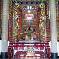 加蚋楊聖廟正殿龍邊「忠惠聖侯殿」神龕,奉祀:忠惠聖侯