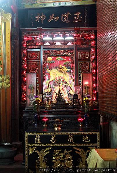 正殿左邊神龕奉祀地藏王菩薩