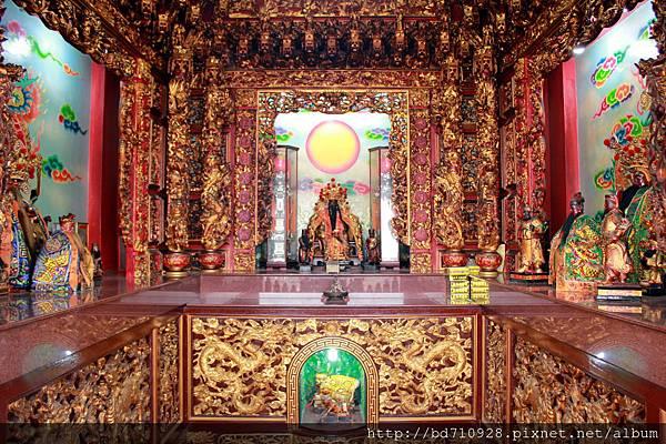祈福殿奉祀霞海城隍、關聖帝君、福德正神和虎爺將軍