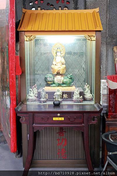 廟門旁左側奉祀文殊菩薩