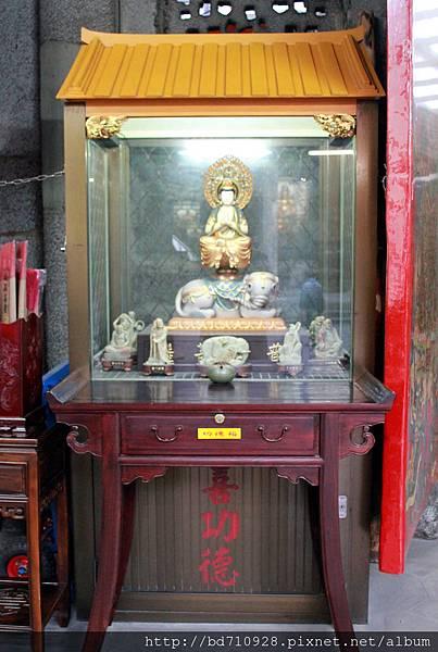 廟門旁右側奉祀普賢菩薩