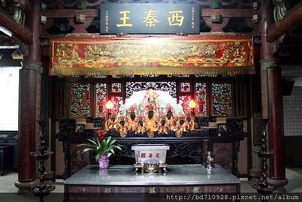護國城隍廟二樓為基隆聚樂社一組的「武英殿」,奉祀西秦王爺