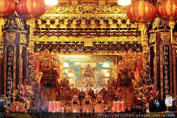 慶安宮正殿主祀天上聖母,俗稱「基隆媽」,同時敬奉湄州媽、泉州媽和漳州媽