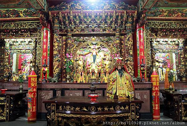 清甯宮正殿主祀水仙尊王,為基隆早期沿海居民的守護神祇