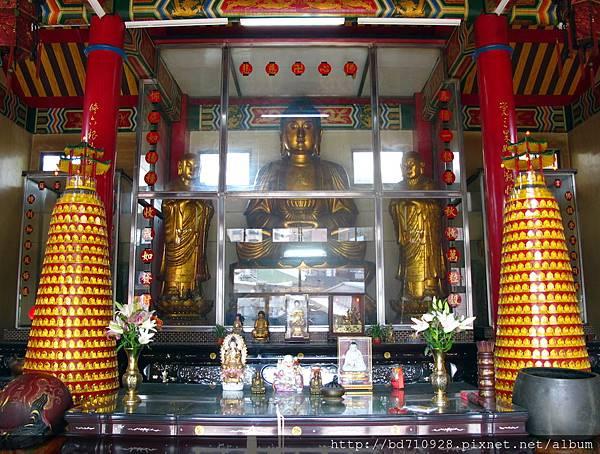 二樓正殿奉祀釋迦牟尼佛祖