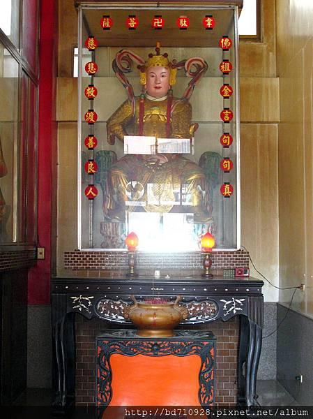 二樓正殿左邊神龕奉祀韋馱菩薩