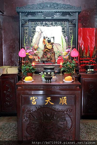 正殿左邊神龕奉祀中壇元帥