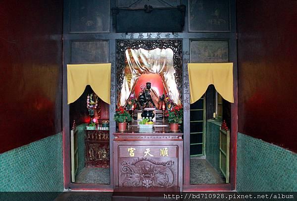 右殿奉祀地藏王菩薩