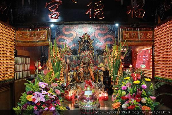 仁愛福德宮正殿主祀福德正神,同祀文昌帝君,為台東市仁愛里的土地公信仰中心