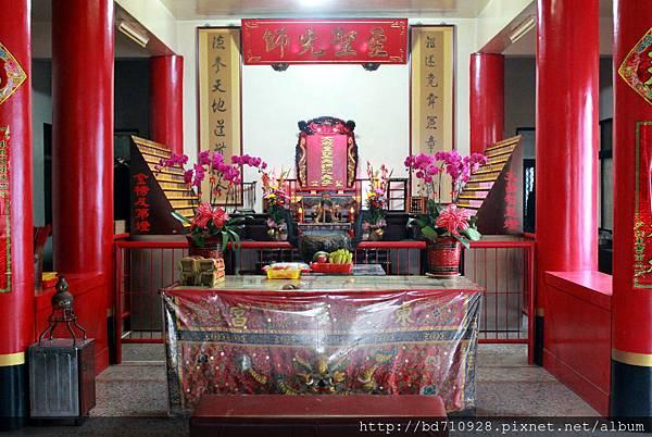 東凌宮一樓大殿奉祀至聖先師
