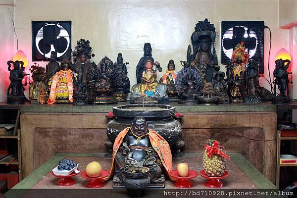 二樓觀音壇奉祀觀音佛祖