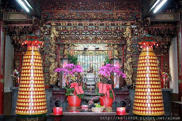 南清宮正殿主祀保生大帝,由台南學甲慈濟宮分靈而來,為台東市卑南里居民的信仰中心