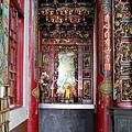 南清宮正殿虎邊神龕,奉祀:註生娘娘