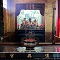 連興宮後殿二樓虎邊神龕,奉祀:開台聖王、福德正神、境主公