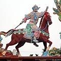 廟頂上虎邊護衛將軍塑像