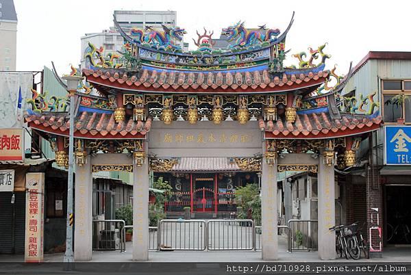 清水巖廟前大門牌樓