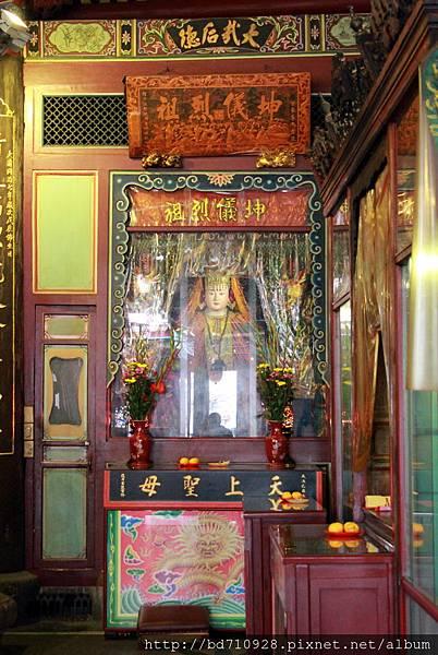 正殿左邊神龕奉祀天上聖母
