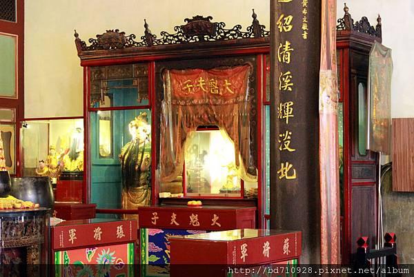 正殿神龕前左側奉祀文昌帝君、大魁夫子、張將軍和蘇將軍