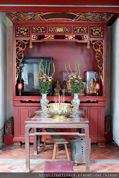 虎邊護室奉祀地藏王菩薩、歷代先賢