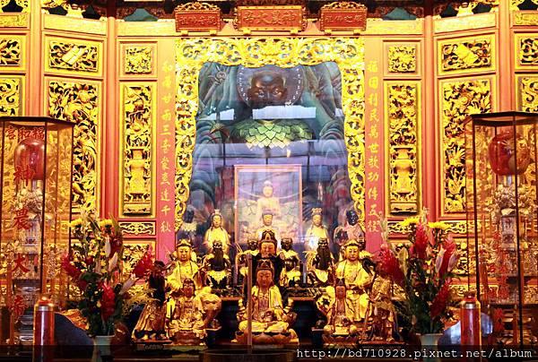 福和宮正殿主祀神農大帝,並同祀釋迦牟尼佛祖和觀音佛祖,為中和地區重要的信仰中心