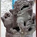 牌樓下護欄石獅