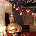 正殿神龕內放置「皇帝萬歲萬萬歲」光緒皇帝諭旨匾