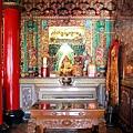 忠仁廟正殿龍邊神龕,奉祀:觀音佛祖、天上聖母