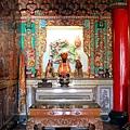 忠仁廟正殿虎邊神龕,奉祀:清水祖師、關聖帝君、福德正神