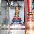 龍鳳佛堂二樓大雄寶殿虎邊神龕,奉祀:普賢菩薩