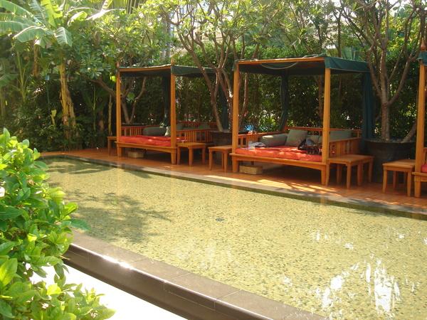 Oriental Hotel Pool