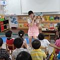 孩子中很多是講台語的,在開學講故事時,我們也會用一半的台語來說故事.JPG