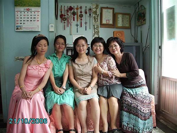 媽媽妹妹們和我,加上秋妙表姊