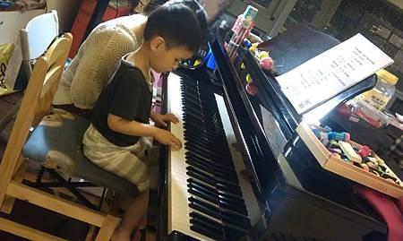 阿寶想要學鋼琴