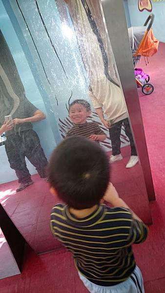 哈哈鏡2.JPG