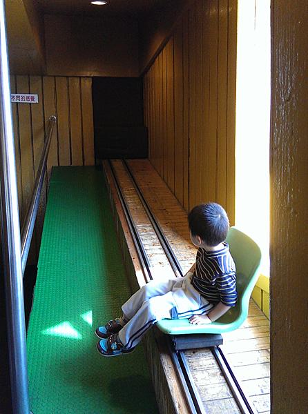 傾斜屋的軌道座位