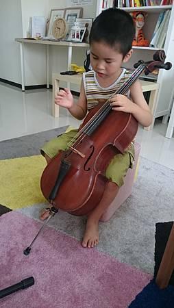 近五歲,大提琴試上