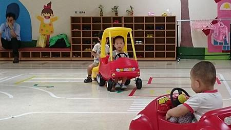 和同學開車車互動良好