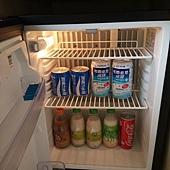 冰箱裡面的飲料都是免費招待