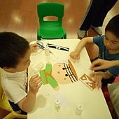 下午有三個梯次,每房一個手偶製作免費