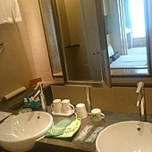 浴室的備品也很多,也有孩子的份,連杯子都配合年齡