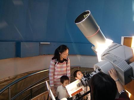 觀測室參觀天文望遠鏡