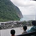 匯德步道的涼亭看清水斷崖
