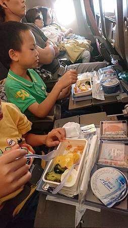 華航機上的兒童餐