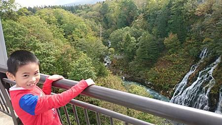 白鬚瀑布可以從橋上看