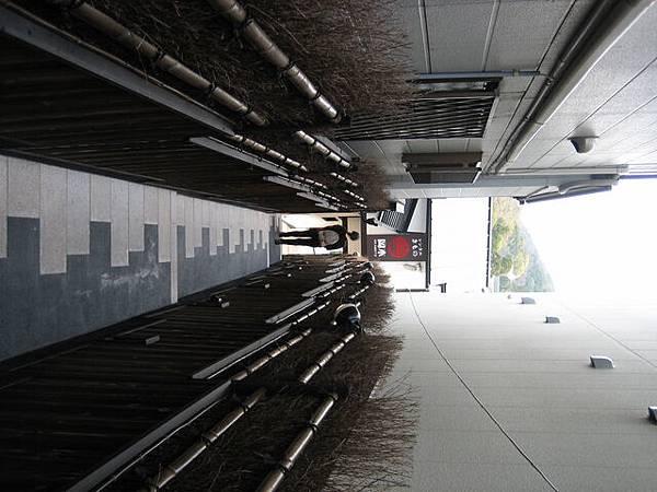 IMG_5455 好窄的巷子.JPG