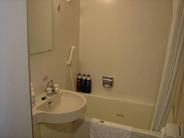 IMG_4728 浴室,有點小,轉身困難.JPG