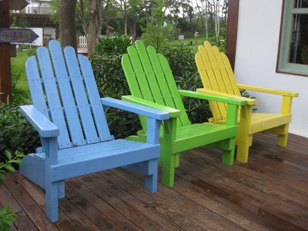 顏色繽紛的躺椅